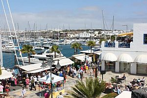 Bus tour in Lanzarote to the Playa Blanca market with sightseeing or bathing