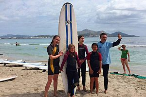 Surfing in Mallorca: learn surfing or rent a surfboard at Playa de Muro