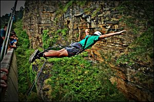 Holiday in the Basque Country: amazing bungee Jumping in Etxebarria