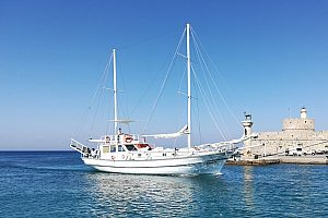 Boat trip on Rhodes to the most beautiful bays of the island - start in the north