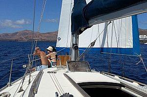 Badestopp beim Segeln auf Lanzarote