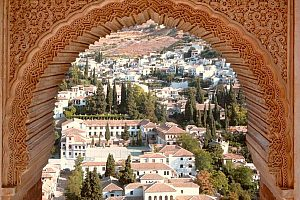 Beautiful Granada day tour from Seville with transfer