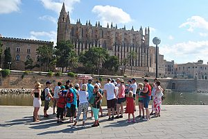 Sightseeing tour in Palma de Mallorca with shopping - from the East