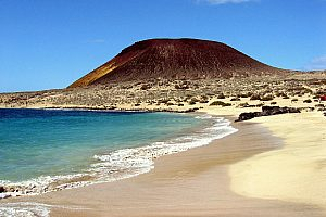 Beautiful sightseeing tour to La Graciosa from Lanzarote