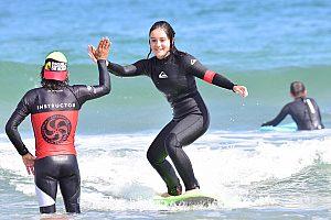 Spaß beim Surfen nahe Santander