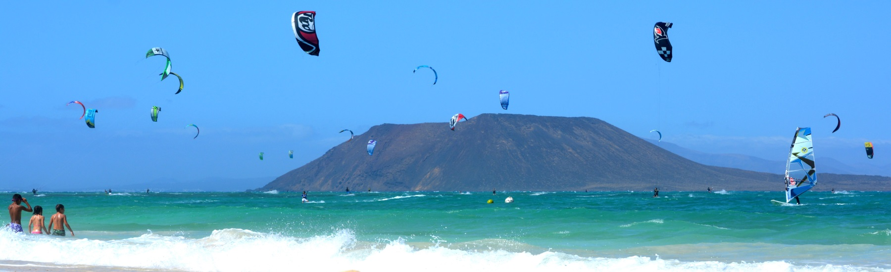 wind surfing and kite surfing in Fuerteventura