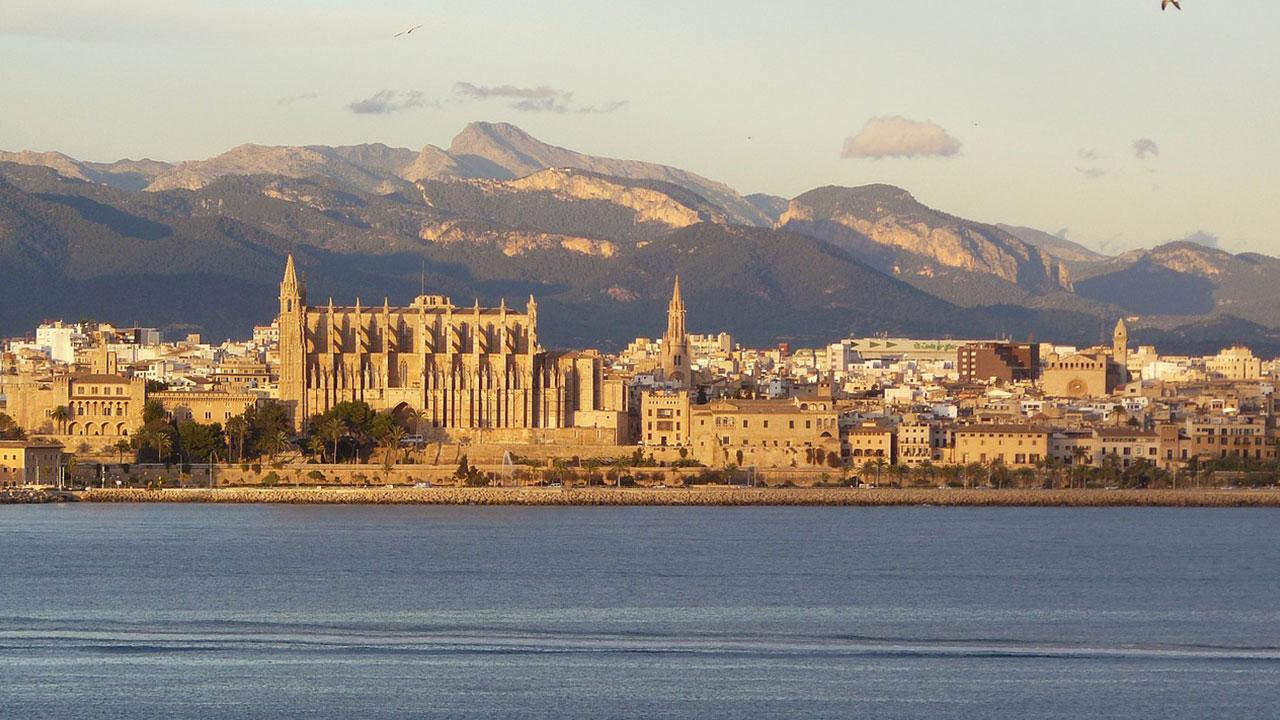 Palmas Altstadt vom Wasser aus