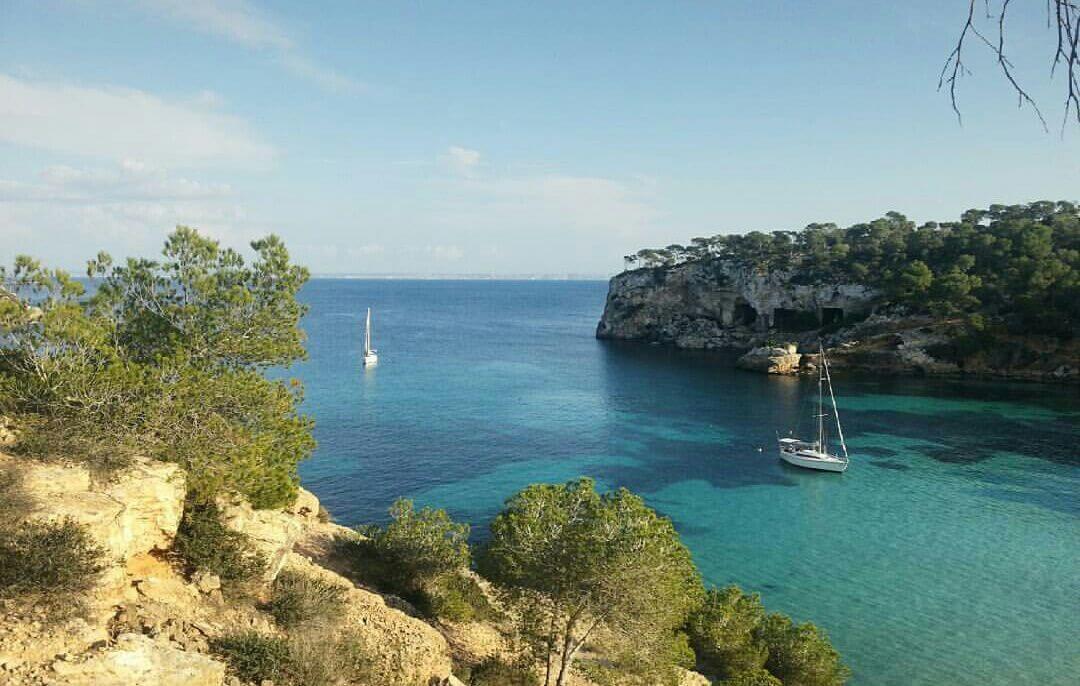 Portals Vells: Strand mit Höhle auf Mallorca